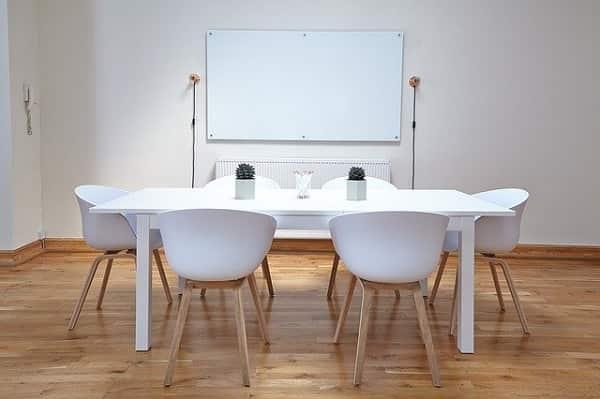whiteboard-600px-min