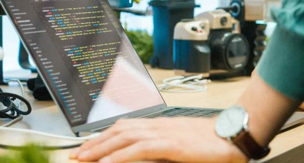 python-online-schools-and-lessons-min